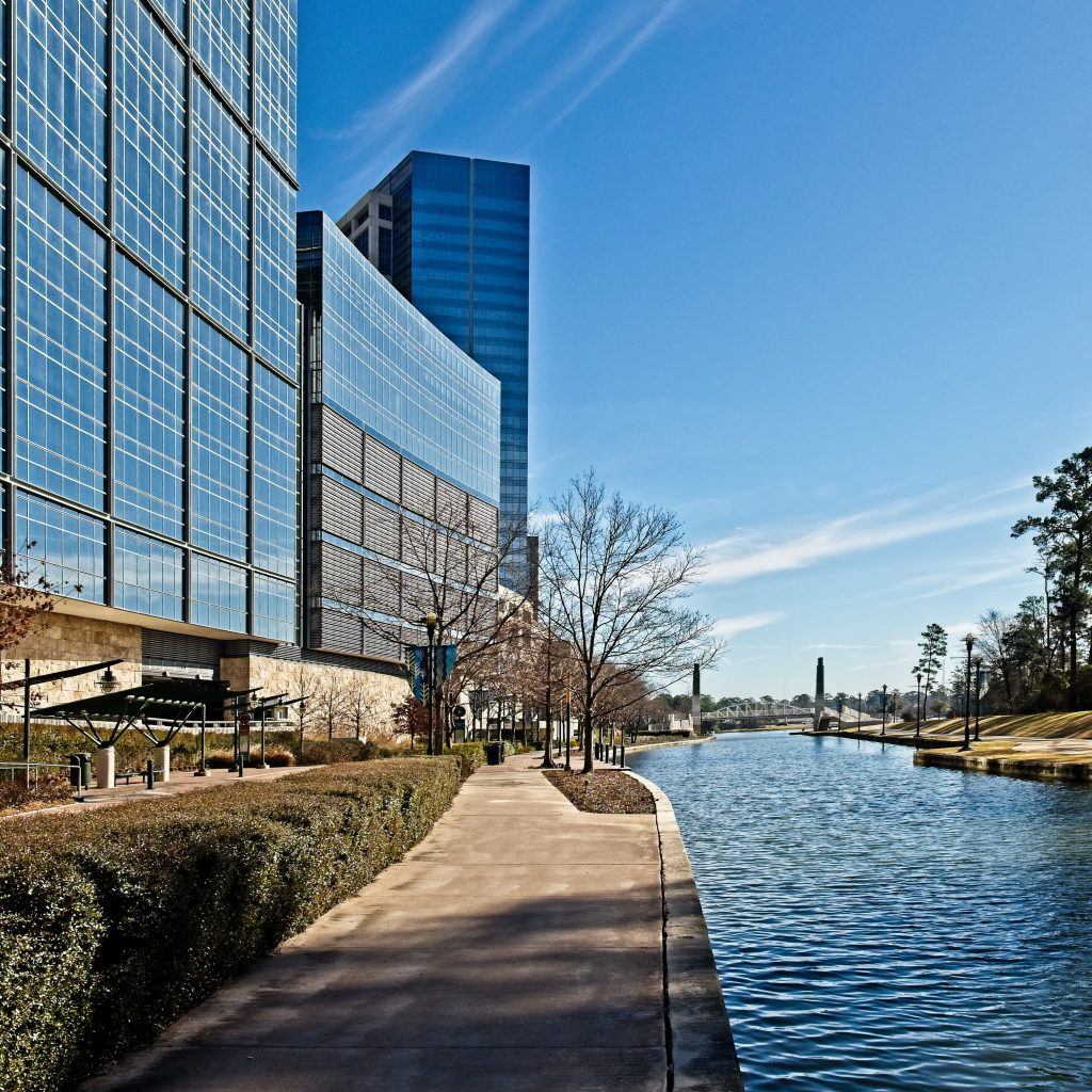 Building Reflexion Along The Waterway The Woodlands TX
